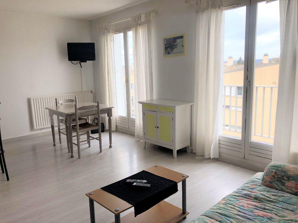 Appartement à louer 1 28m2 à Compiègne vignette-1
