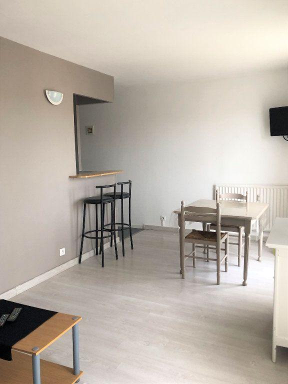 Appartement à louer 1 28m2 à Compiègne vignette-3