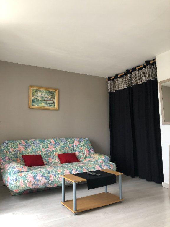 Appartement à louer 1 28m2 à Compiègne vignette-4
