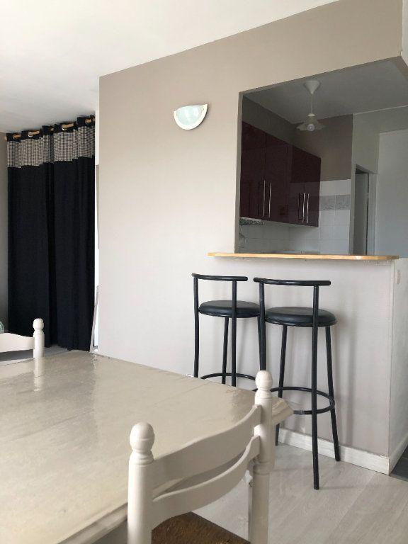 Appartement à louer 1 28m2 à Compiègne vignette-5