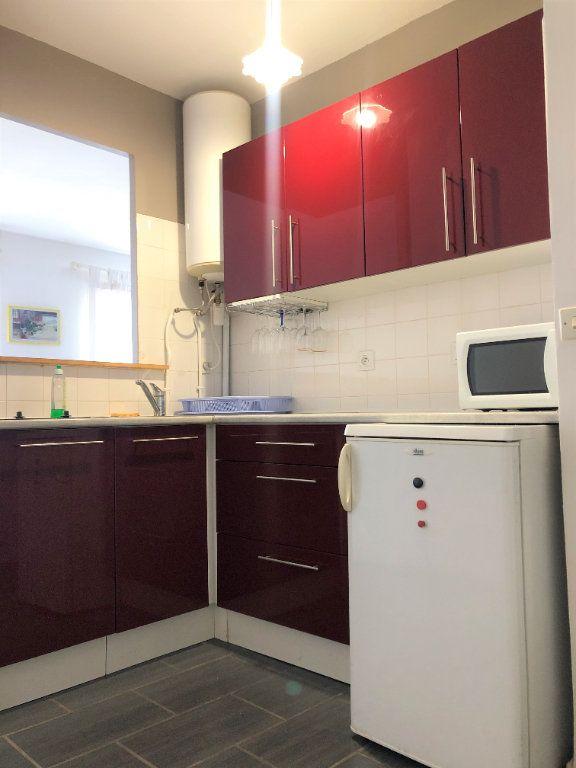 Appartement à louer 1 28m2 à Compiègne vignette-6