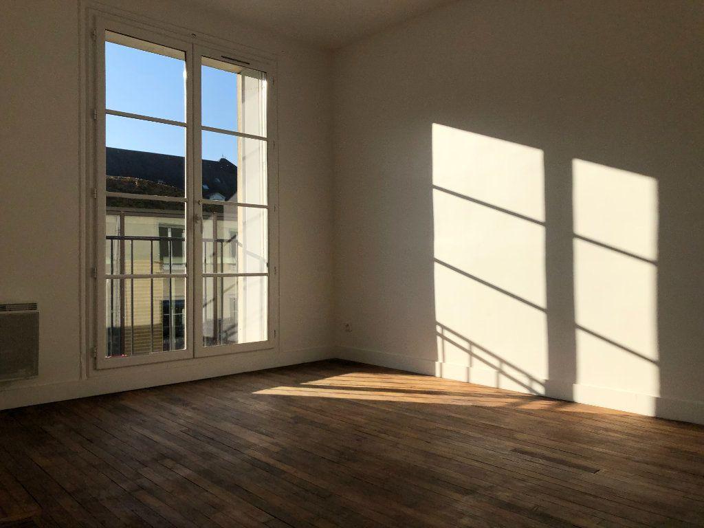 Appartement à louer 2 53m2 à Compiègne vignette-1