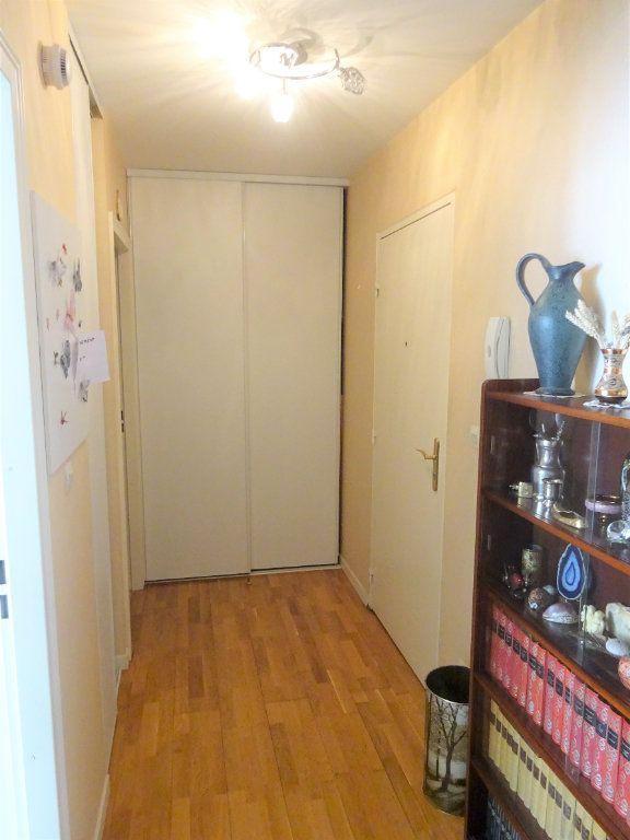 Appartement à louer 3 70.34m2 à Compiègne vignette-2