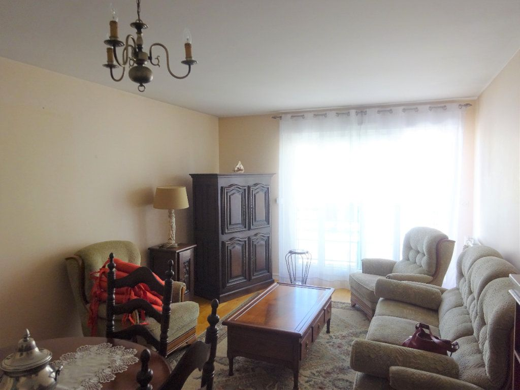 Appartement à louer 3 70.34m2 à Compiègne vignette-6