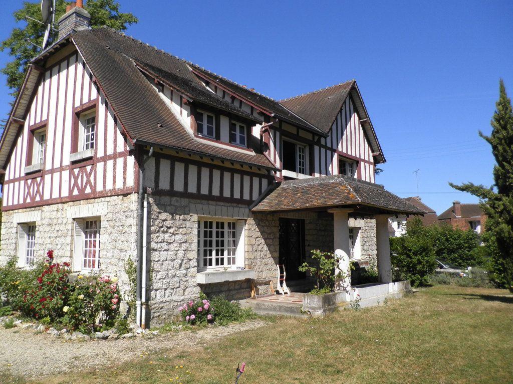 Maison à louer 7 163.32m2 à Compiègne vignette-1