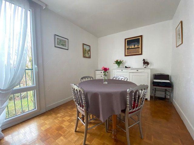 Appartement à louer 4 72.06m2 à Compiègne vignette-2