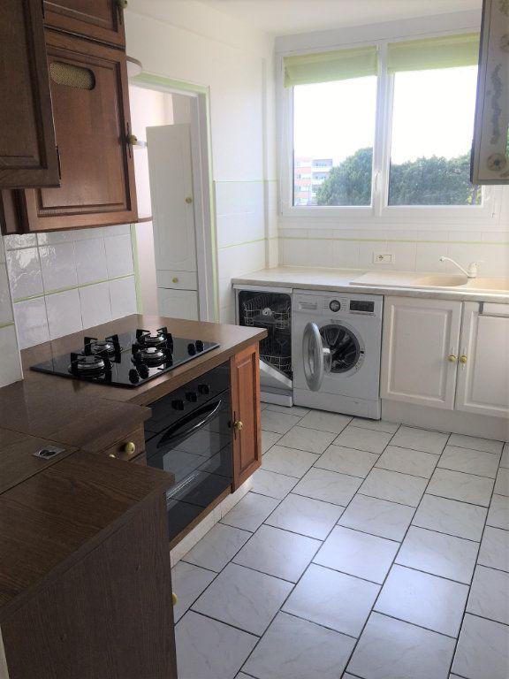 Appartement à louer 4 72.06m2 à Compiègne vignette-4