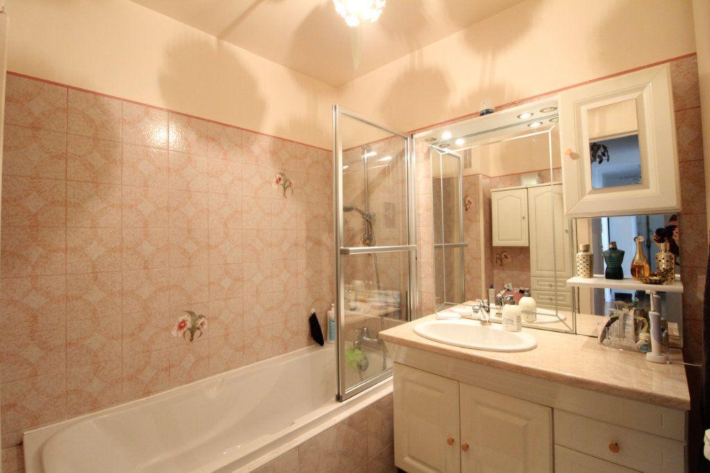 Appartement à louer 4 72.06m2 à Compiègne vignette-6