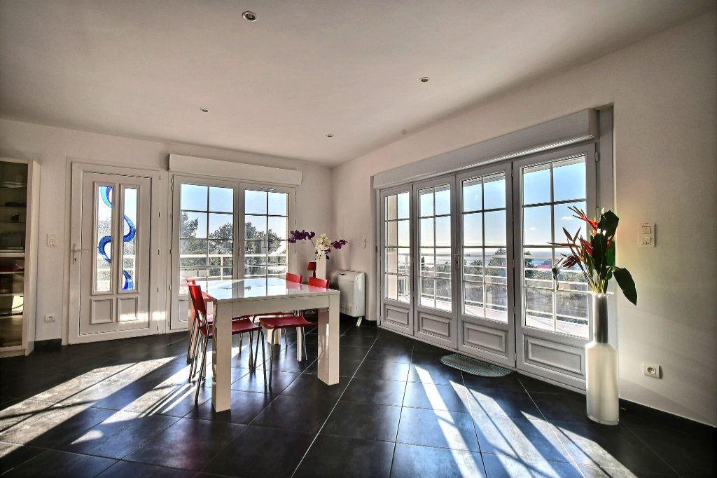 Maison à vendre 6 200m2 à Carqueiranne vignette-3