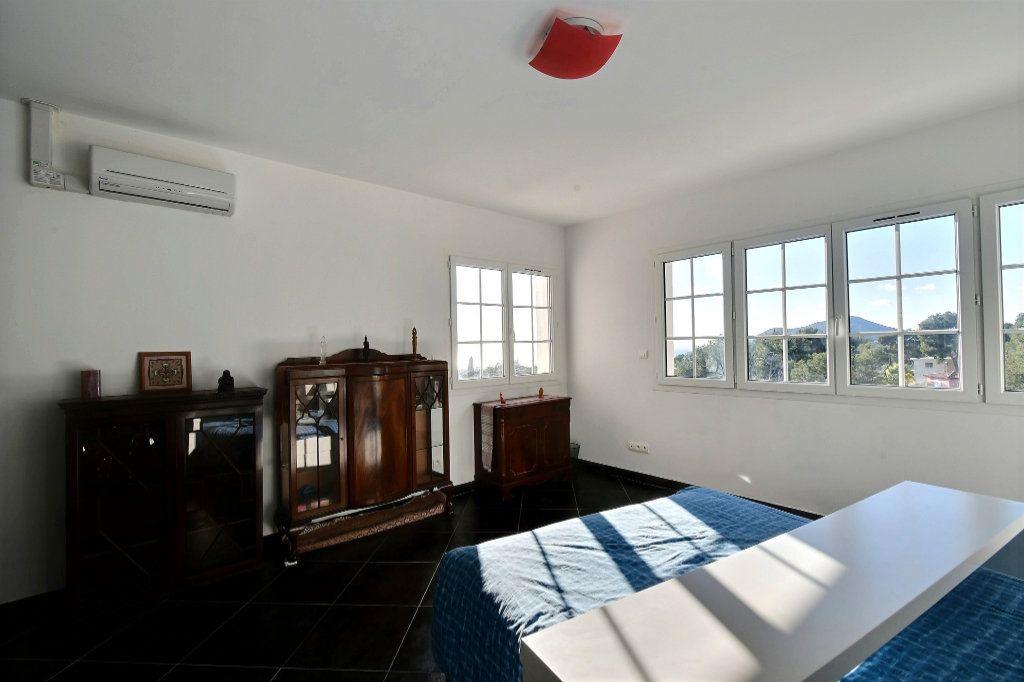 Maison à vendre 6 200m2 à Carqueiranne vignette-5