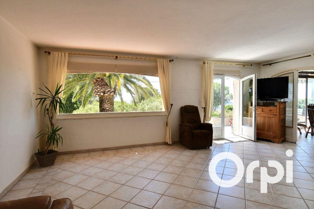 Maison à vendre 8 200m2 à Carqueiranne vignette-3