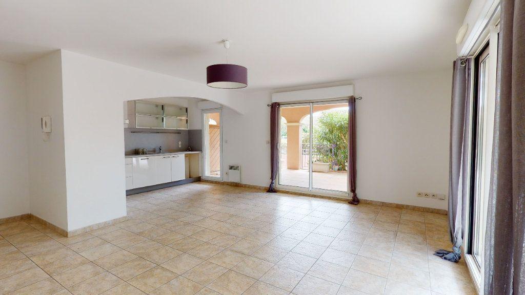 Appartement à vendre 3 66m2 à Carqueiranne vignette-3