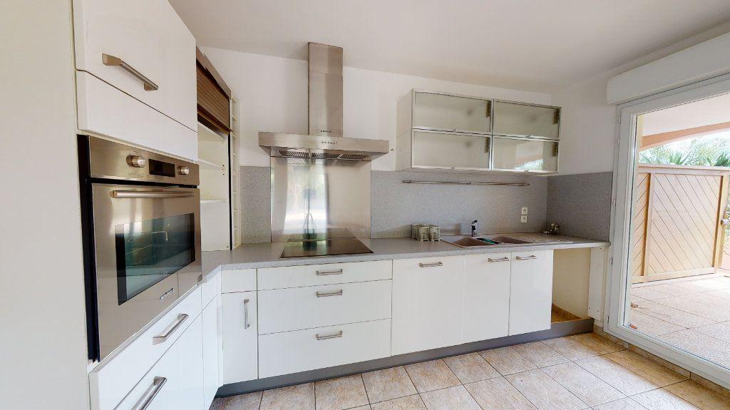Appartement à vendre 3 66m2 à Carqueiranne vignette-4