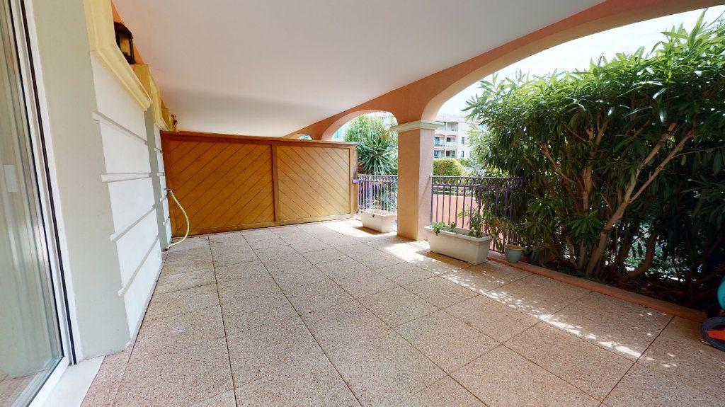 Appartement à vendre 3 66m2 à Carqueiranne vignette-5
