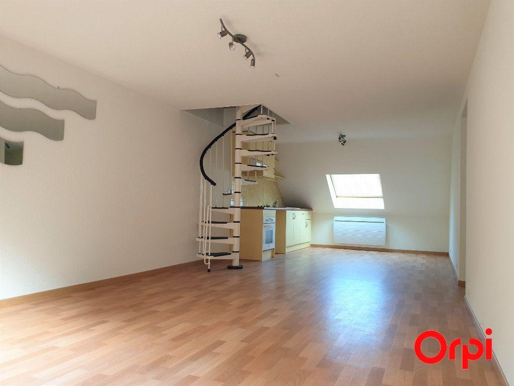 Appartement à louer 3 56.93m2 à Thann vignette-1