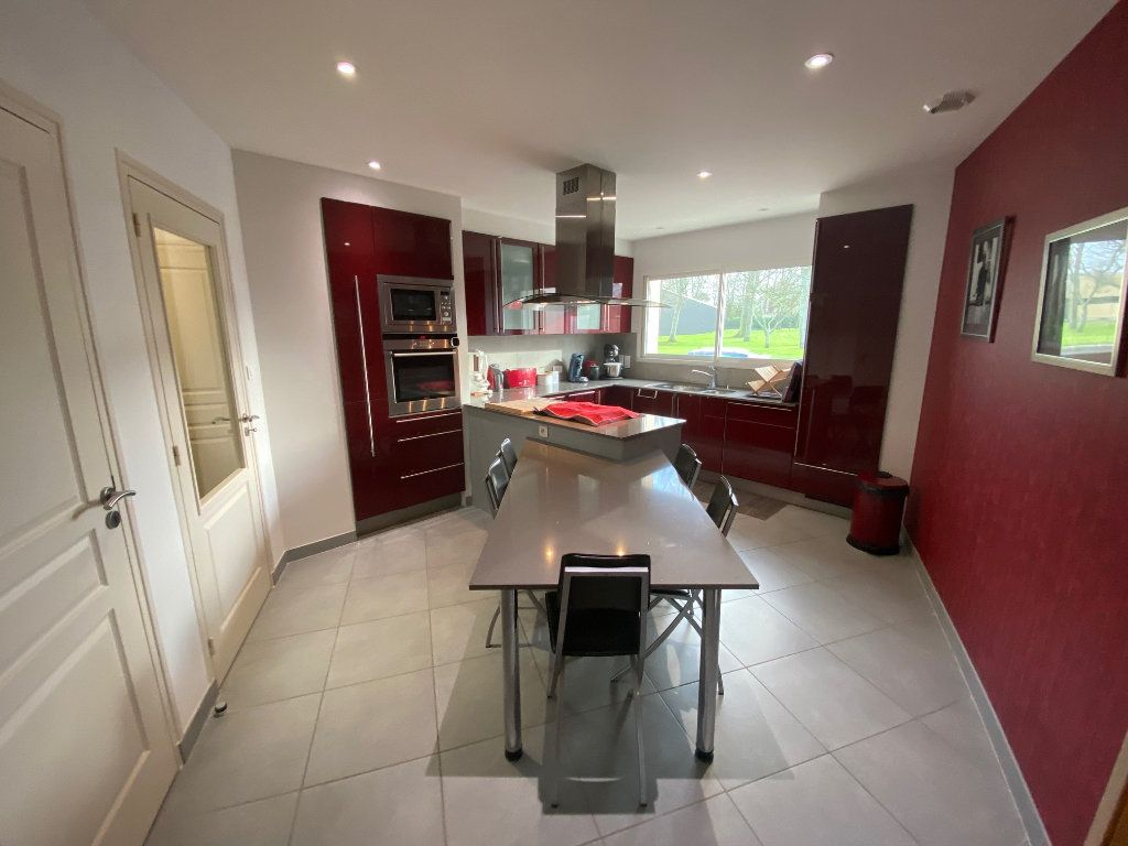 Maison à vendre 7 203.85m2 à Ploudalmézeau vignette-1