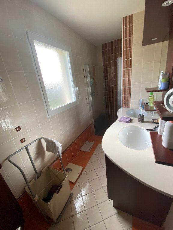 Maison à vendre 7 203.85m2 à Ploudalmézeau vignette-6
