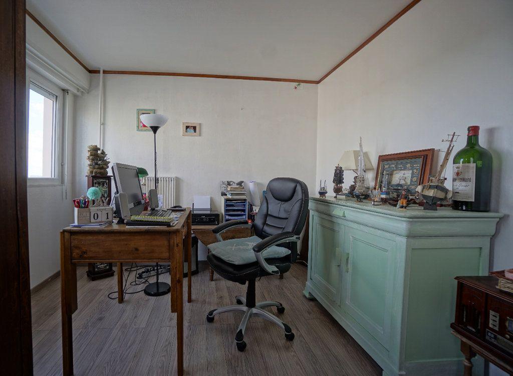 Appartement à vendre 5 100m2 à Bihorel vignette-4