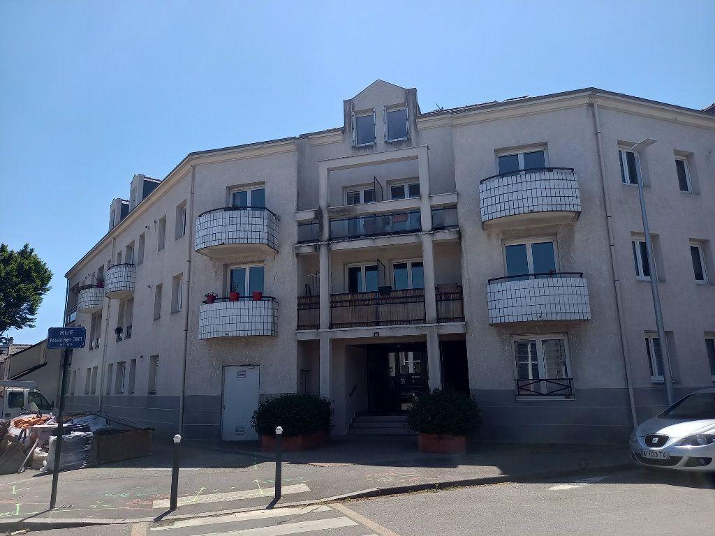 Appartement à louer 3 65.7m2 à Nantes vignette-1