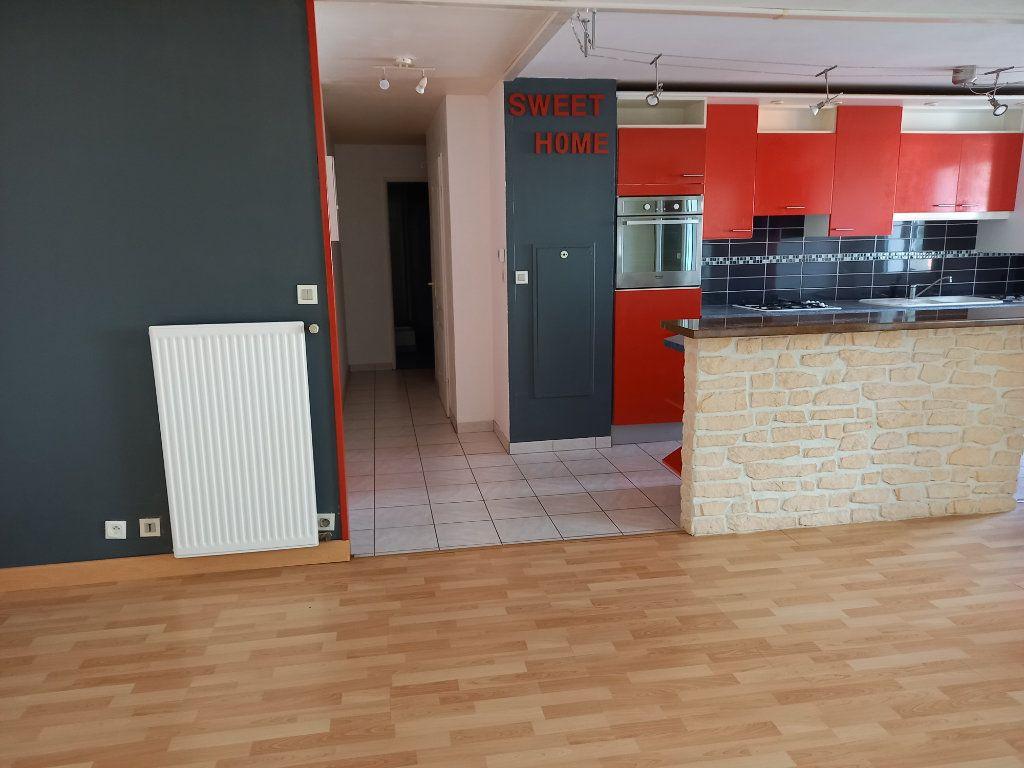 Appartement à louer 3 65.7m2 à Nantes vignette-3