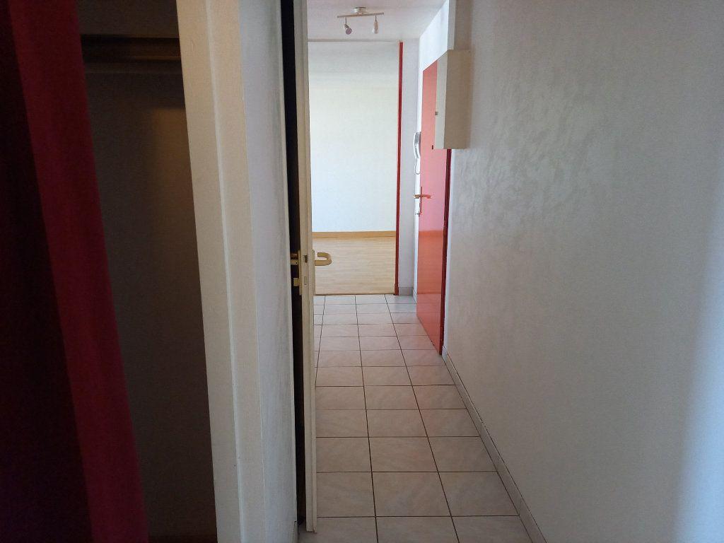 Appartement à louer 3 65.7m2 à Nantes vignette-6