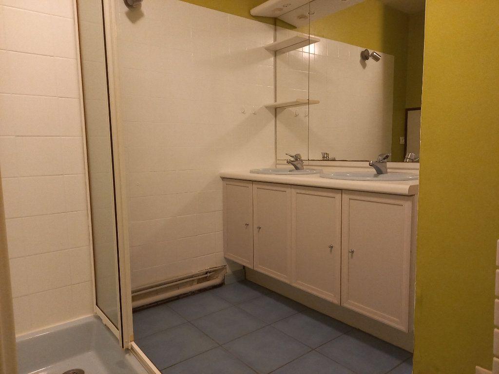 Appartement à louer 3 65.7m2 à Nantes vignette-9