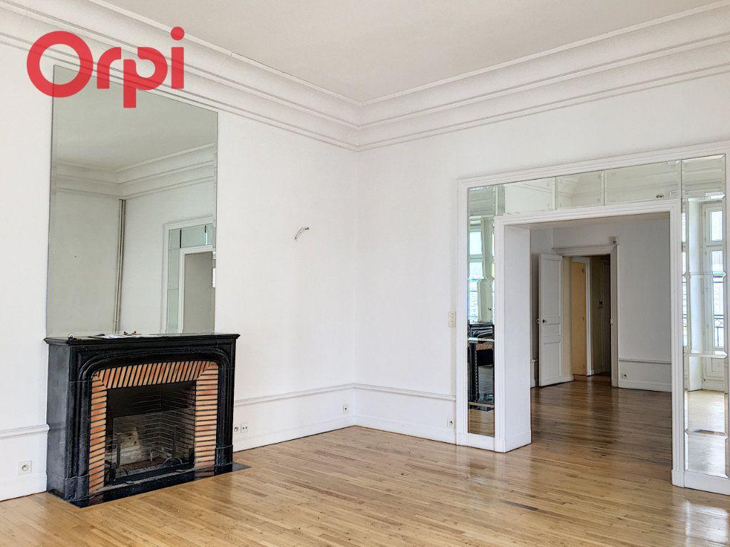 Appartement à vendre 5 159.94m2 à Nantes vignette-1