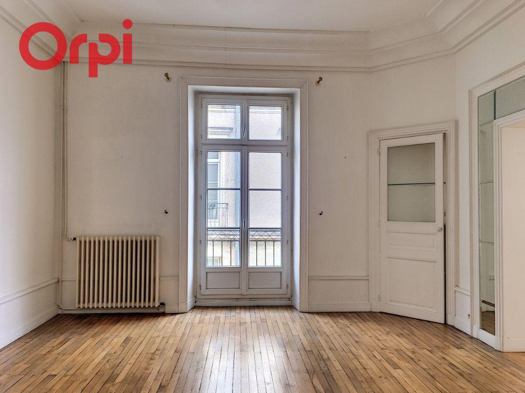 Appartement à vendre 5 159.94m2 à Nantes vignette-2