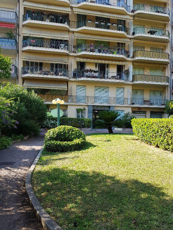 Appartement à louer 1 33m2 à Nice vignette-1