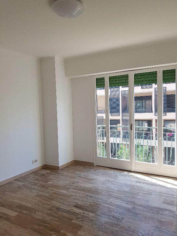 Appartement à louer 1 33m2 à Nice vignette-2