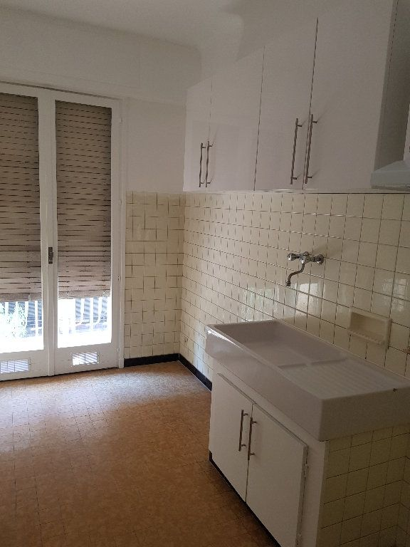 Appartement à louer 1 33m2 à Nice vignette-4
