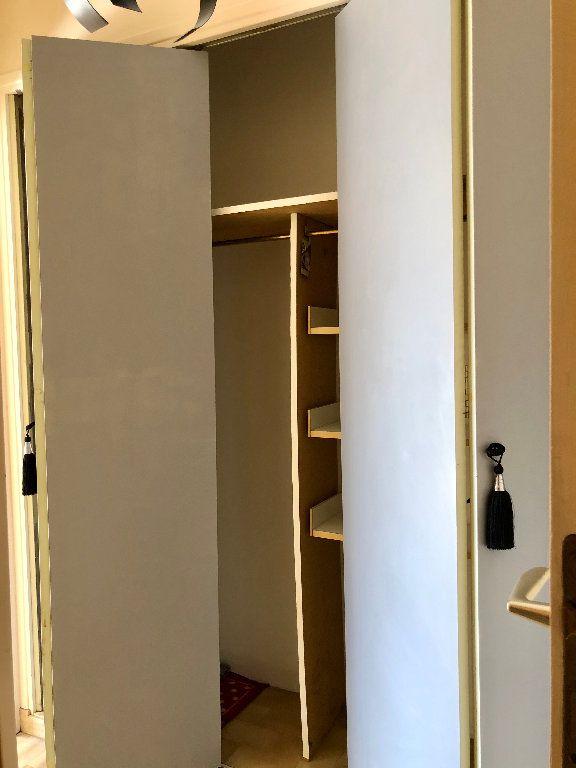 Appartement à louer 1 25.66m2 à Nice vignette-6