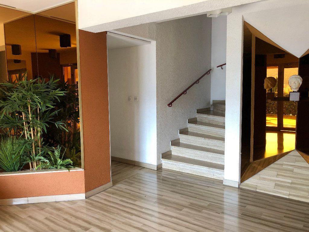 Appartement à louer 1 25.66m2 à Nice vignette-8