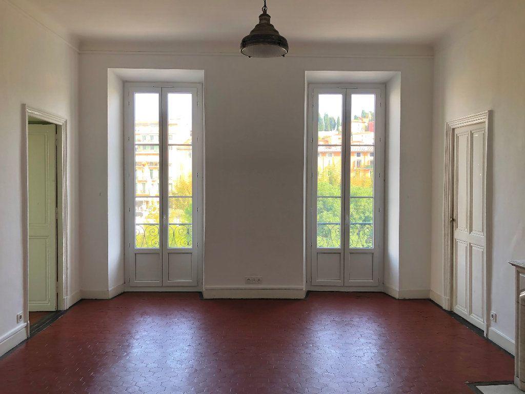 Appartement à louer 6 133m2 à Nice vignette-1