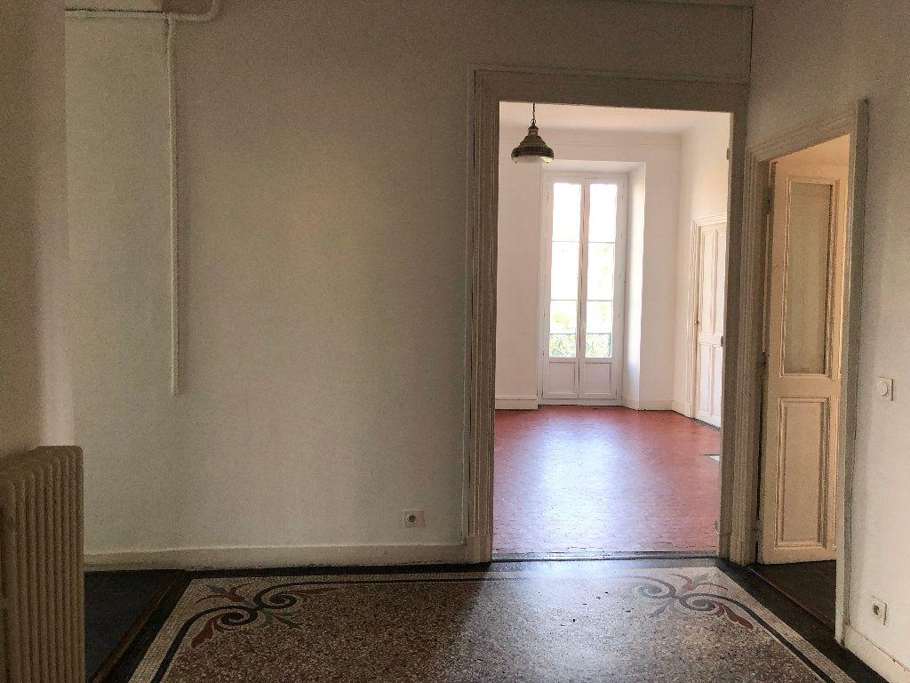 Appartement à louer 6 133m2 à Nice vignette-2