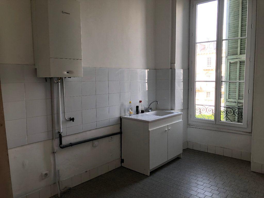 Appartement à louer 6 133m2 à Nice vignette-3
