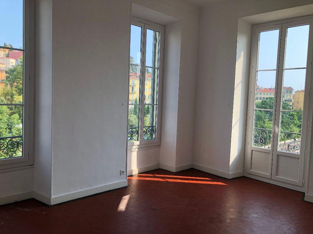 Appartement à louer 6 133m2 à Nice vignette-4
