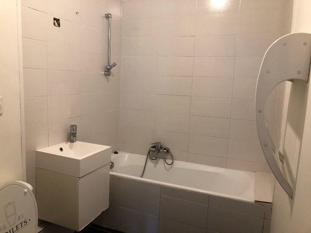 Appartement à louer 6 133m2 à Nice vignette-8