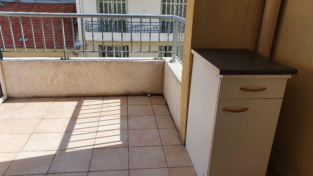 Appartement à louer 1 24.5m2 à Nice vignette-4