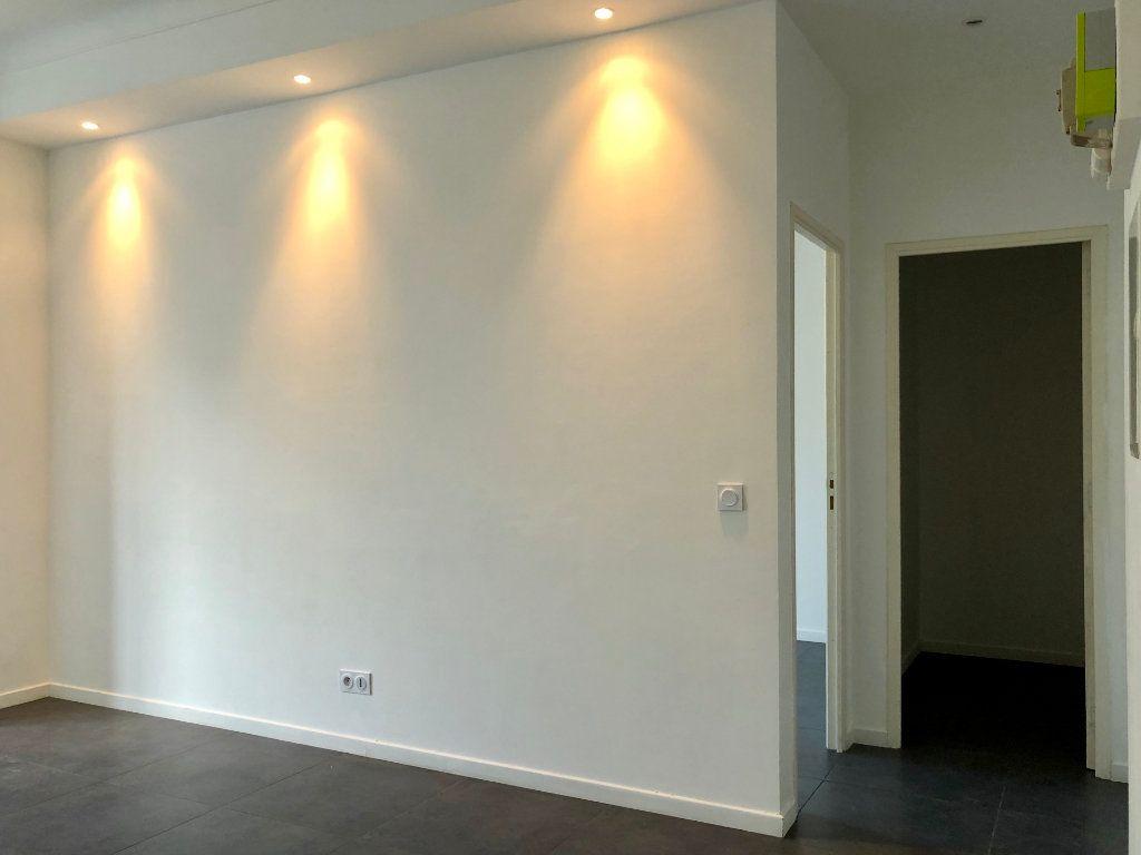 Appartement à louer 3 52.05m2 à Nice vignette-3
