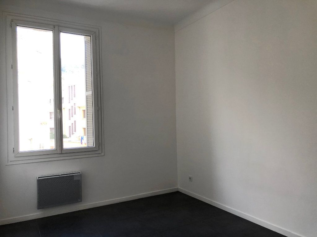Appartement à louer 3 52.05m2 à Nice vignette-5
