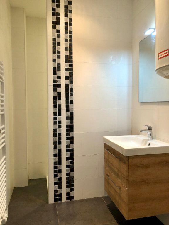 Appartement à louer 3 52.05m2 à Nice vignette-6