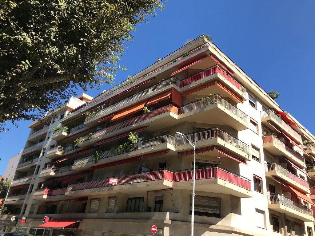 Appartement à vendre 2 60m2 à Nice vignette-2