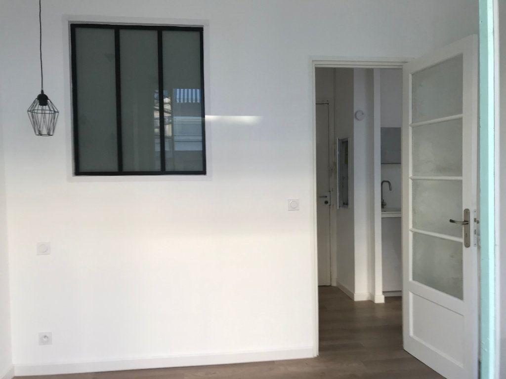 Appartement à vendre 2 30m2 à Nice vignette-2