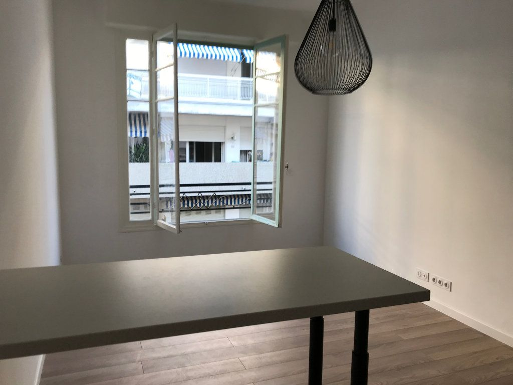 Appartement à vendre 2 30m2 à Nice vignette-4