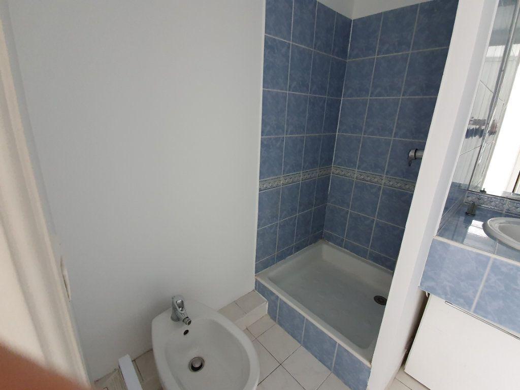 Appartement à louer 2 36m2 à Nice vignette-8