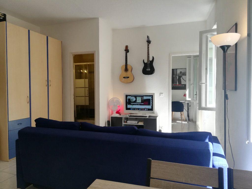 Appartement à louer 2 32.7m2 à Nice vignette-1