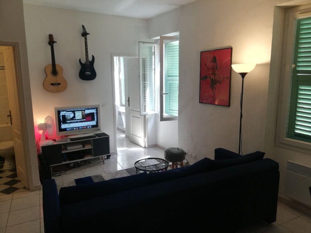 Appartement à louer 2 32.7m2 à Nice vignette-2