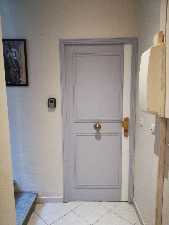 Appartement à louer 2 32.7m2 à Nice vignette-9