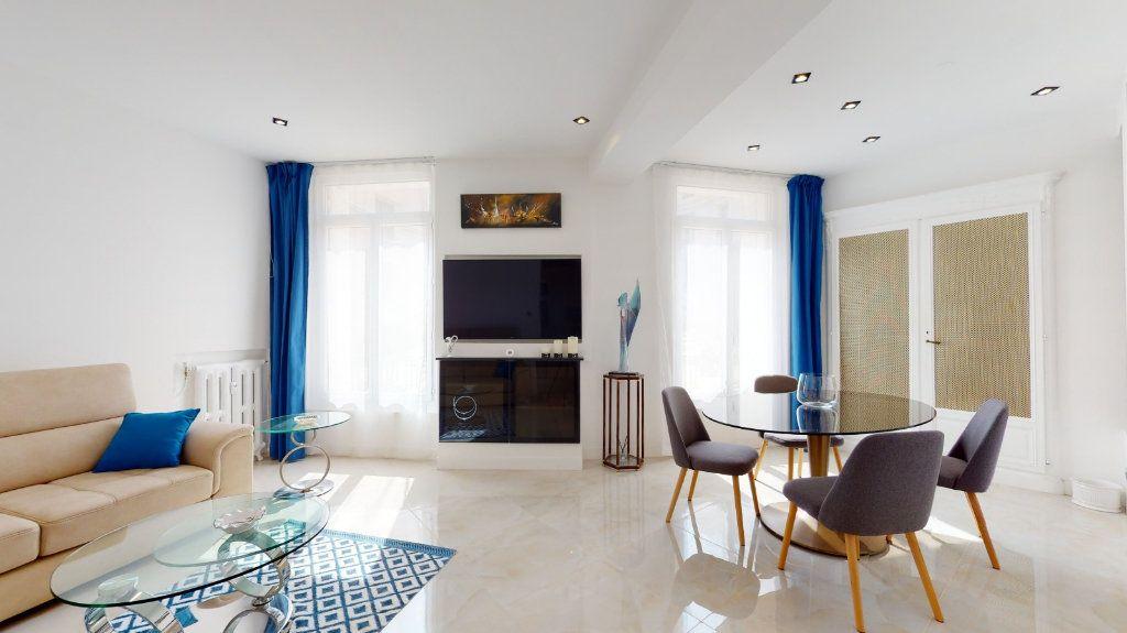 Appartement à vendre 2 68m2 à Nice vignette-2